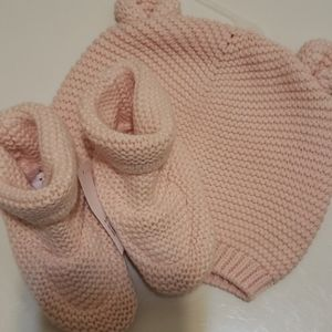 NWT Baby Gap knit beanie and matching booties